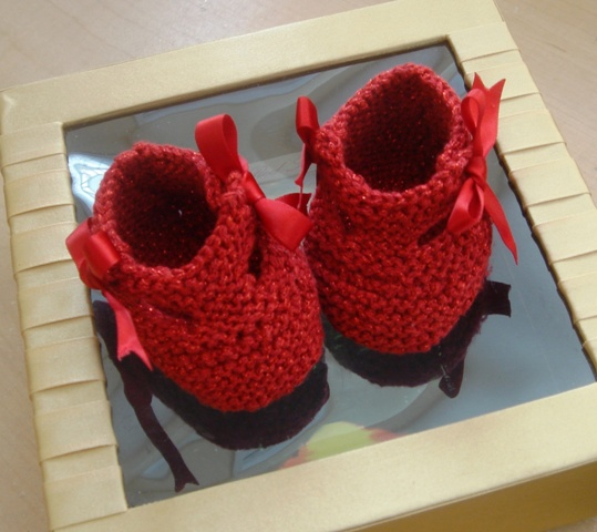 Free Crochet Pattern - Baby Socks from the Baby booties and