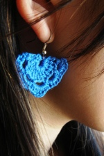 Crochet_earrings_in_action_1